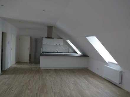 Dachgeschoss - Moderne 2-Zimmer-Wohnung mit Einbauküche