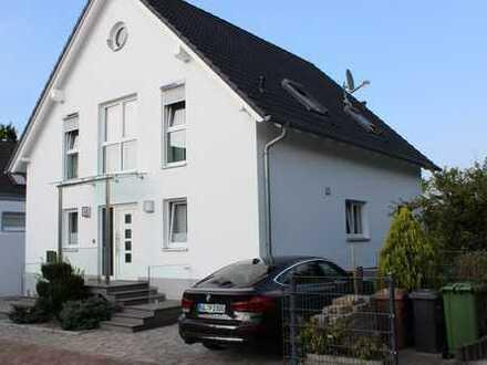 Freistehender Haus mit Einliegerwohnung/Homeoffice von PRIVAT