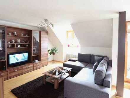 Gepflegte 2,5-Raum-DG-Wohnung mit Balkon und Einbauküche in Oberkochen