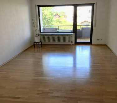 Schöne renovierte 3-Zimmer-Wohnung mit Balkon und Einbauküche in Heidelberg-Kirchheim