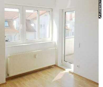Schöne, gemütliche Dachgeschosswohnung mit sonnigem Balkon im 3 FH