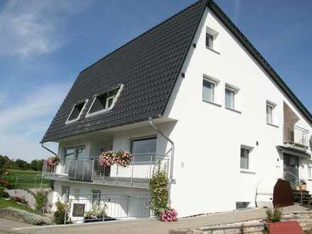 Helle, modernisierte 4 Zimmer Hochparterre Wohnung mit Traumhafter Aussicht
