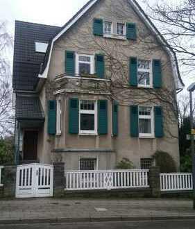 Wunderschöne, helle Dachgeschosswohnung mit Fernblick im Altbau in Essen-Heidhausen