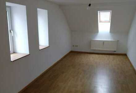 Attraktive, vollständig renovierte 2,5-Zimmer-DG-Wohnung zur Miete in Duisburg