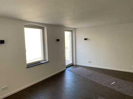 Erstbezug nach Sanierung: stilvolle 3-Zimmer-Wohnung mit Einbauküche und Balkon in Bamberg