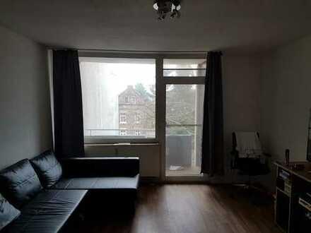 1-Zimmer-Wohnung mit Balkon und EBK in Ehrenfeld, Köln