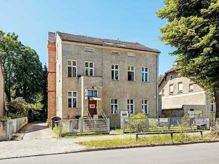 Bezugsfreie Wohnung im Dachgeschoss plus Renditeobjekt in Berlin-Karow