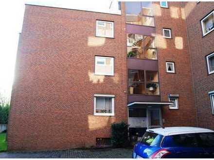 Vollständig renovierte 4-Zimmer-Wohnung mit Balkon und Einbauküche in Neuss