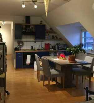 Gemütliche 2-Zimmer-DG-Wohnung mit Einbauküche in Mannheim
