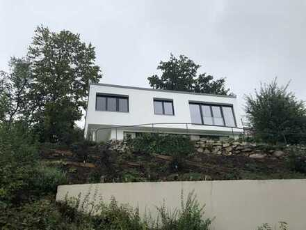 Bauhaus mit modernster Ausstattung in bester Aussichtslage