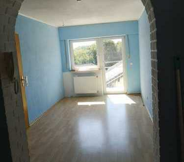 Modernisierte 4-Zimmer-DG-Wohnung mit Balkon und EBK in Bruchköbel Roßdorf