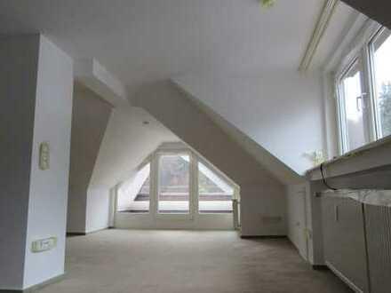 Sehr helle Dachgeschosswohnung mit Traumblick in bester Lage