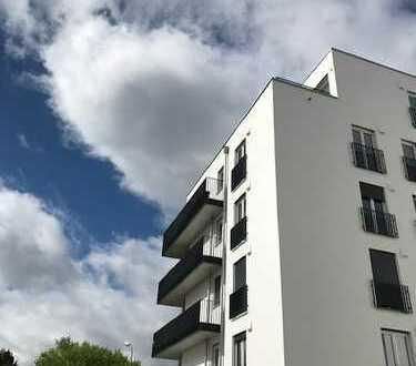 Moderne neuwertige (zweitbezug) Wohnung mit Einbauküche Parkettböden und Balkon