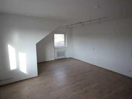 Schöne DG-Wohnung im 3-Familienhaus in ruhiger Lage! Unweit vom Rheinauer See!