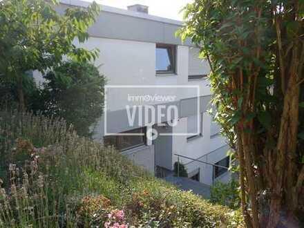 Stadtwald: Großzügige 4-Zimmerwohnung mit Balkon und eigenem Eingang