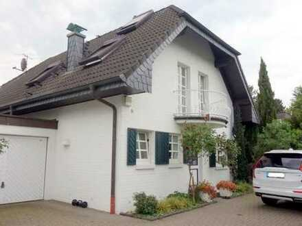 - Jung und modern in Toplage - Repräsentatives, freistehendes Einfamilienhaus auf schönem Grundstüc