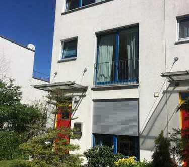 Schönes, gepflegtes Haus mit fünf Zimmern in Berlin, Rudow (Neukölln)