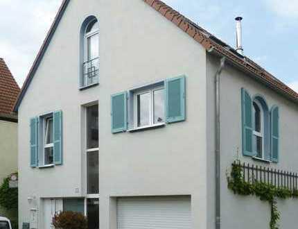 Provisionsfrei: individuelles Haus in Fellbach Oeffingen: lichtdurchflutet, großzügig, naturnah.