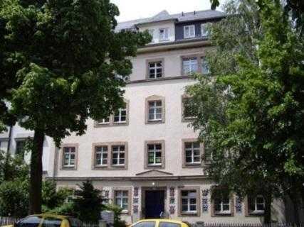 Große Wohnung mit Laminat und Balkon