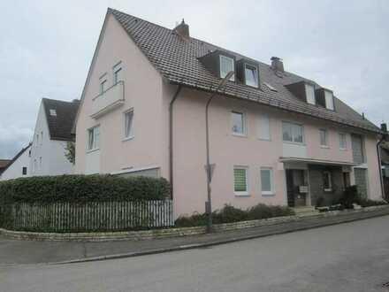 Brück Immobilien - Ansprechende 2 Zi.-Dachgeschosswohnung in einer Doppelhaushälfte