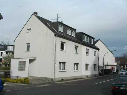 Doppelhaushälfte mit 3 abgeschlossenen Einheiten und 3 Garagen - City Haus Potenzial