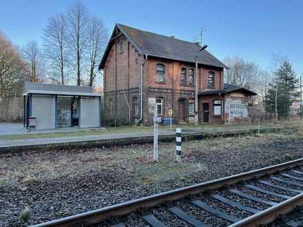 Sie suchen das Besondere mit Ausbaureserve? Dann sind Sie im Bahnhof Kodersdorf genau richtig!