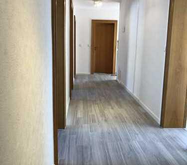 Stilvolle schöne 4-Zimmer-EG-Wohnung mit Balkon in Leopoldshafen