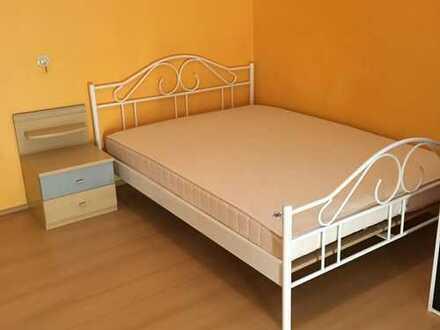 Doppelzimmer (210€ pro Person) in einer komplett neu möblierten 4er-WG frei