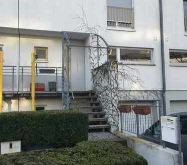 Schönes Reihenhaus mit vier Zimmern + Studio in Stuttgart, Plieningen