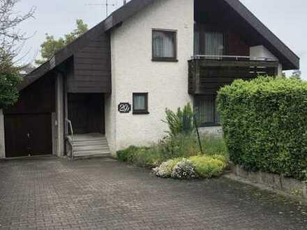 Attraktives freistehendes 1 - 2 Familienhaus