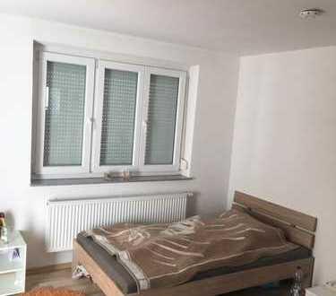 Schönes großes 22qm Zimmer mit Balkon