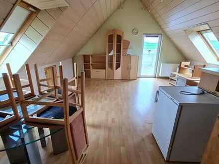 Ansprechende 2-Zimmer-Dachgeschosswohnung mit Balkon & Einbauküche in Nürtingen auf einem Bauernhof
