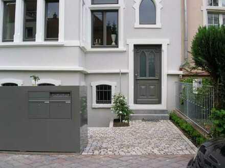 Exklusive, geräumige 4-Zimmer-Maisonette-Wohnung mit Balkon und EBK, BAd Homburg