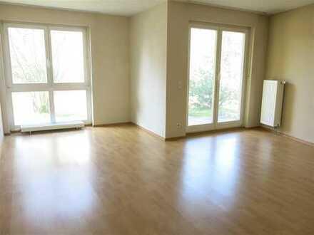 Sonnige, renovierte 4-Zimmer-Erdgeschosswohnung, 2 Terrassen, 2 Bäder ~ Nelle Immobilien