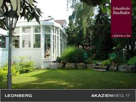 Attraktives, großzügiges REH mit idyllischem Garten, Wintergarten, Balkon, Einzelgarage u. v. m. +++