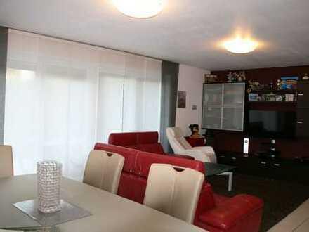 Von Privat, direkt am Park - 4-Zimmer-Terrassenwohnung mit Garten und EBK in Flörsheim