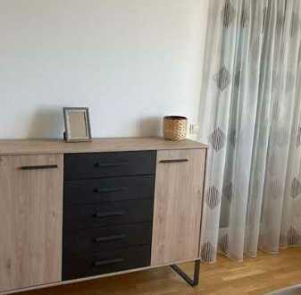 Modernisierte Wohnung mit zwei Zimmern sowie Balkon und Einbauküche in Pforzheim