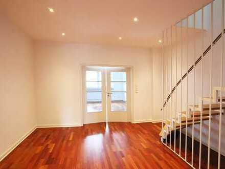 Sehr schöne, renovierte und großzügige Wohnung über 2 Ebenen im stilvollen Altbau