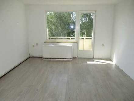 Mit Renovierungsgutschein: Zentral gelegene 2-Zimmer-Wohnung zu vermieten!