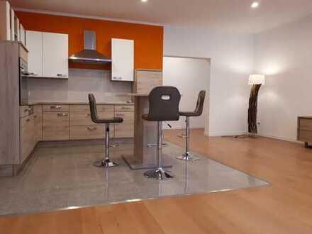 Erstbezug nach Komplettsanierung! Großzügeige und zentrale 3-Raum-Wohnung