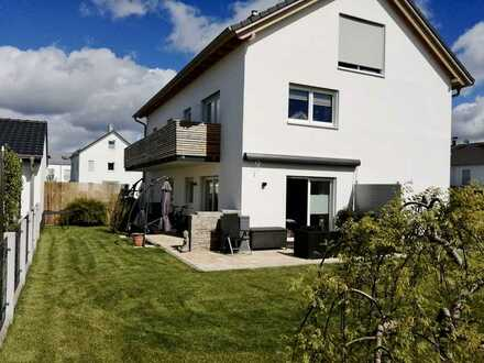 Schöne, helle zwei Zimmer Dachgeschoß-Wohnung in Fürstenfeldbruck (Kreis), Olching