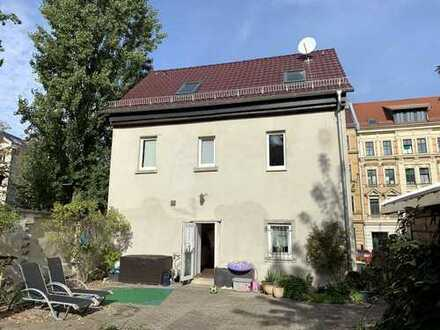 Einfamilienhaus in zentraler Lage von Leipzig-Altlindenau sucht neue Familie
