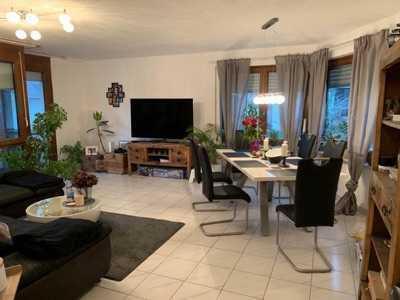 Schöne, lichtdurchflutete und renovierte 2,5-Zimmer-Wohnung mit Balkon und Garage in Ebersbach