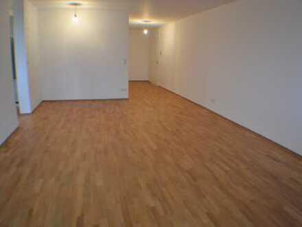 Helle, renovierte 3-Zimmer-Wohnung mit Süd-West-Balkon in Germering