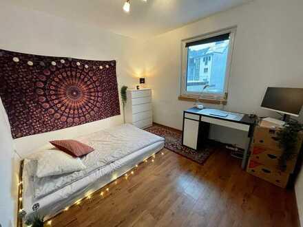 Helles, modernes WG-Zimmer in gemischter 4er-WG (unmöbliert)