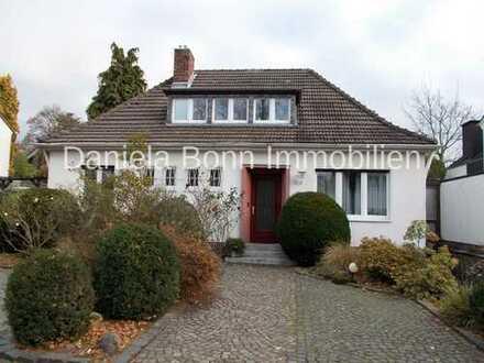 Seltene Gelegenheit! Mehrgenerationenhaus mit Garage in ruhiger, zentraler Lage von Junkersdorf!