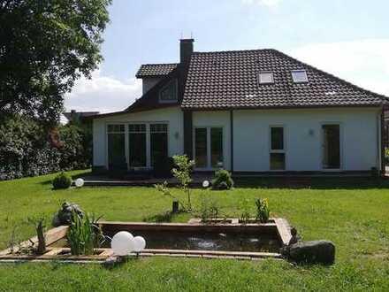 Saniertes, außergewöhnliches Wohnhaus mit Einliegerwohnung in Ihrhove.