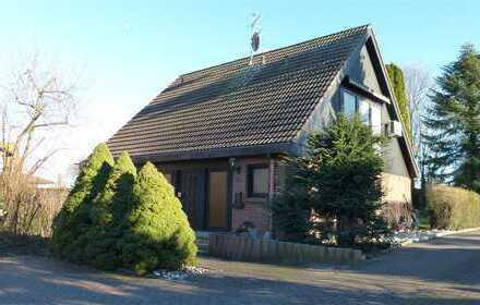 Schönes Einfamilienhaus mit Wintergarten und großem Grundstück - top Lage