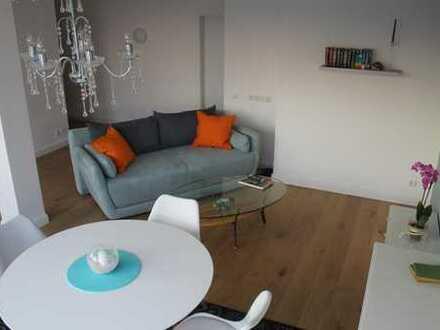 Sehr helle und renovierte Wohnung mit 2 Terrassen (5. OG Aufzug) in Flingern-Nord, direkt beziehbar.