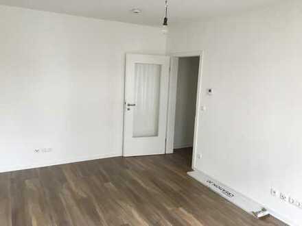 Stilvolle, vollständig renovierte 1-Zimmer-Wohnung mit EBK in Mönchengladbach
